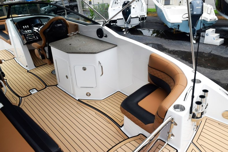 Thumbnail 18 for New 2019 Hurricane SunDeck SD 2690 OB boat for sale in West Palm Beach, FL