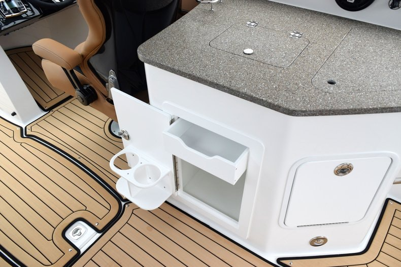 Thumbnail 33 for New 2019 Hurricane SunDeck SD 2690 OB boat for sale in West Palm Beach, FL