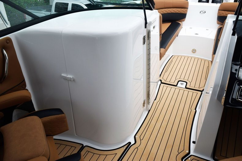 Thumbnail 59 for New 2019 Hurricane SunDeck SD 2690 OB boat for sale in West Palm Beach, FL