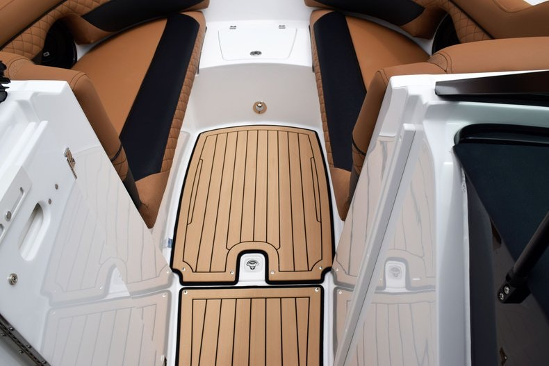 Thumbnail 71 for New 2019 Hurricane SunDeck SD 2690 OB boat for sale in West Palm Beach, FL