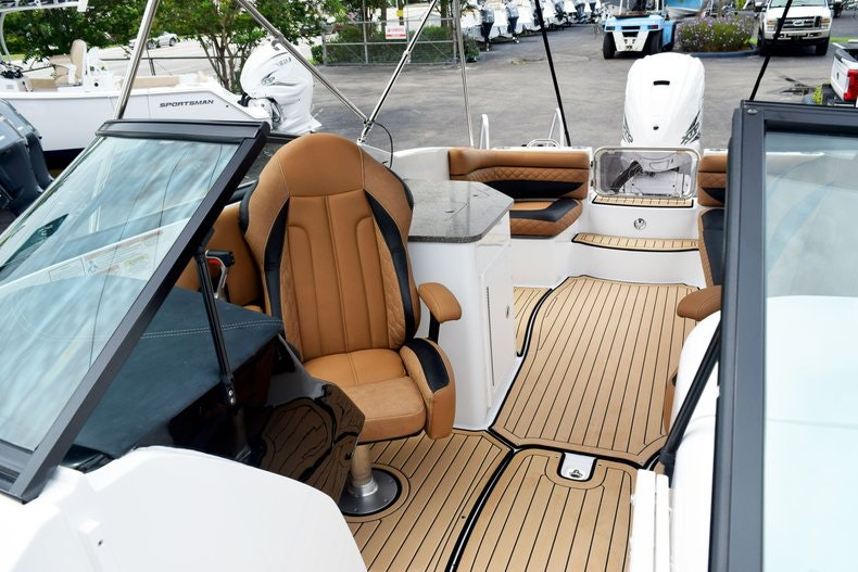 Thumbnail 86 for New 2019 Hurricane SunDeck SD 2690 OB boat for sale in West Palm Beach, FL