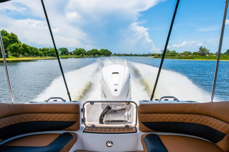 Thumbnail 101 for New 2019 Hurricane SunDeck SD 2690 OB boat for sale in West Palm Beach, FL