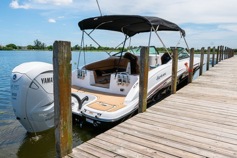 Thumbnail 97 for New 2019 Hurricane SunDeck SD 2690 OB boat for sale in West Palm Beach, FL