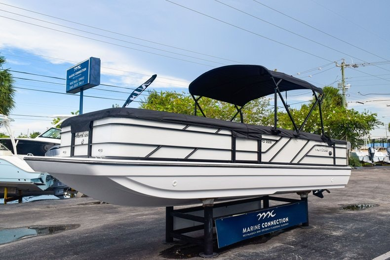 Thumbnail 3 for New 2019 Hurricane FunDeck FD 226 OB boat for sale in West Palm Beach, FL