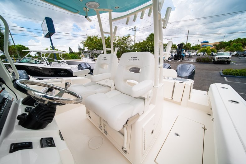 Thumbnail 34 for New 2019 Cobia 301 CC Center Console boat for sale in Islamorada, FL