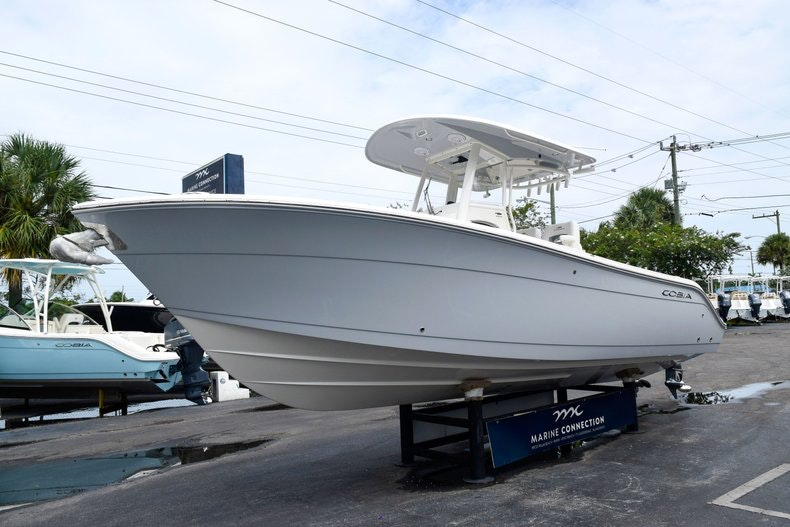 Thumbnail 3 for New 2019 Cobia 262 Center Console boat for sale in Fort Lauderdale, FL