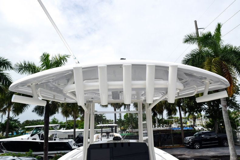Thumbnail 28 for New 2019 Cobia 262 Center Console boat for sale in Fort Lauderdale, FL