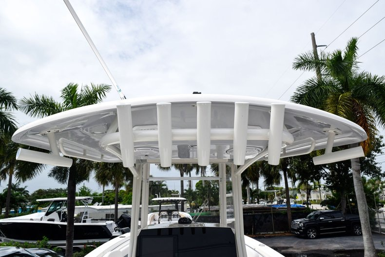 Thumbnail 27 for New 2019 Cobia 262 Center Console boat for sale in Fort Lauderdale, FL