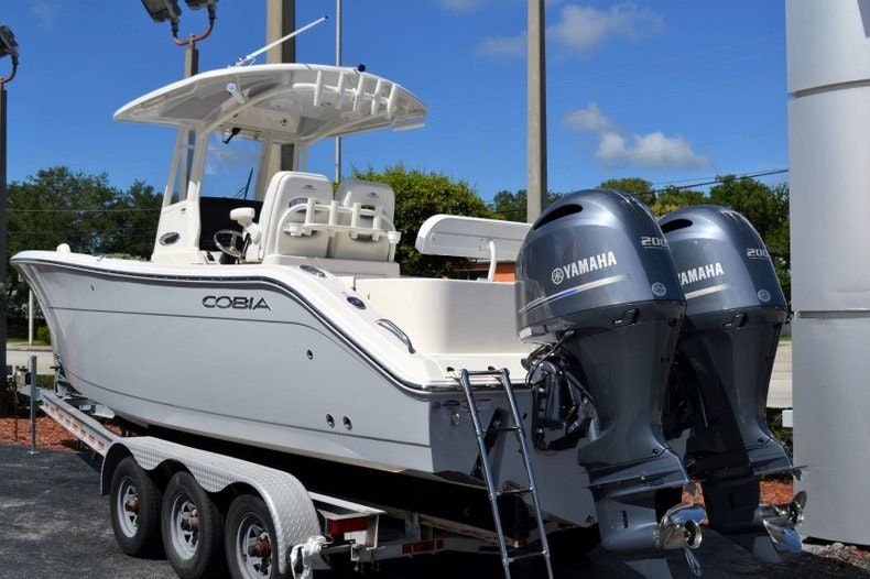 Thumbnail 3 for New 2020 Cobia 280 Center Console boat for sale in Vero Beach, FL