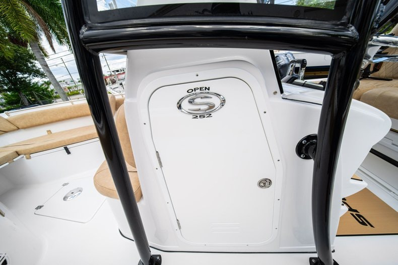 Thumbnail 35 for New 2020 Sportsman Open 252 Center Console boat for sale in Miami, FL