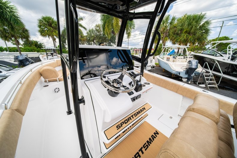Thumbnail 28 for New 2020 Sportsman Open 252 Center Console boat for sale in Miami, FL