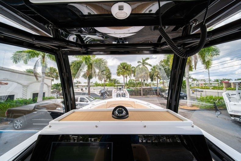 Thumbnail 27 for New 2020 Sportsman Open 252 Center Console boat for sale in Miami, FL