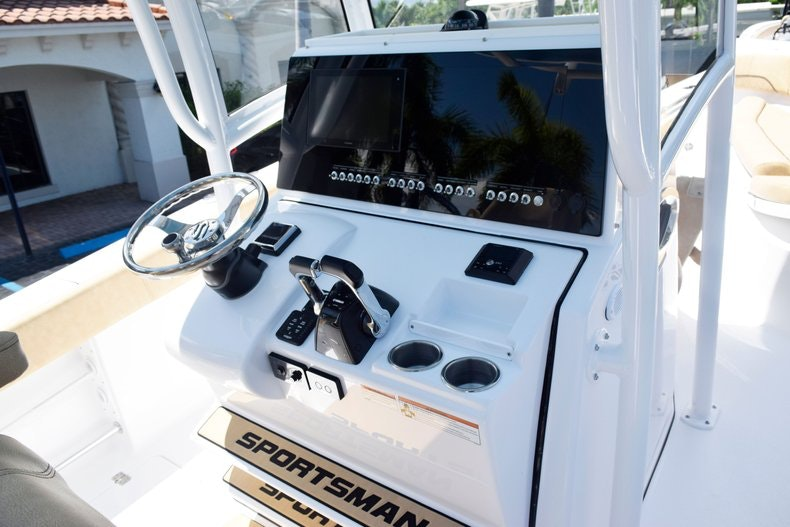 Thumbnail 30 for New 2020 Sportsman Open 282 Center Console boat for sale in Miami, FL