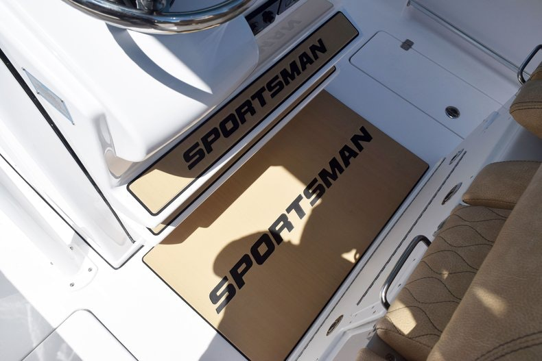 Thumbnail 38 for New 2020 Sportsman Open 282 Center Console boat for sale in Miami, FL