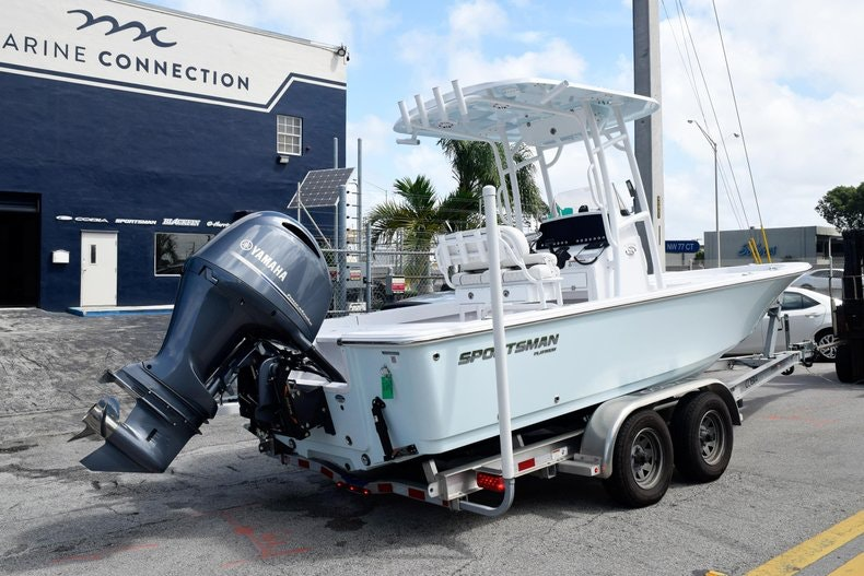 Thumbnail 7 for New 2020 Sportsman Masters 227 Bay Boat boat for sale in Miami, FL