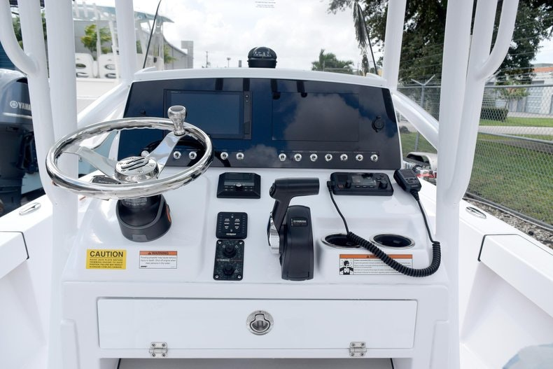 Thumbnail 18 for New 2020 Sportsman Masters 227 Bay Boat boat for sale in Miami, FL