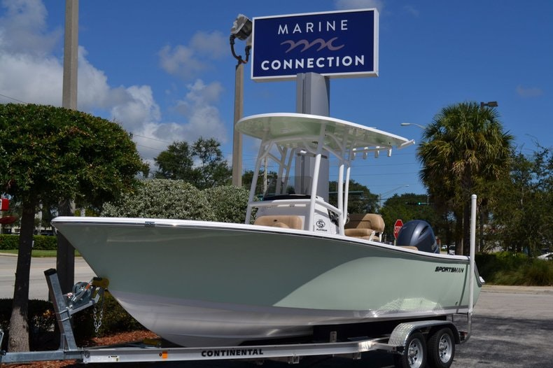 Thumbnail 1 for New 2020 Sportsman Open 212 Center Console boat for sale in Vero Beach, FL