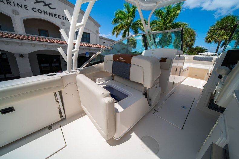 Thumbnail 21 for New 2020 Cobia 280 DC boat for sale in Vero Beach, FL