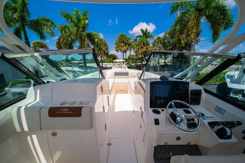 Thumbnail 37 for New 2020 Cobia 280 DC boat for sale in Vero Beach, FL