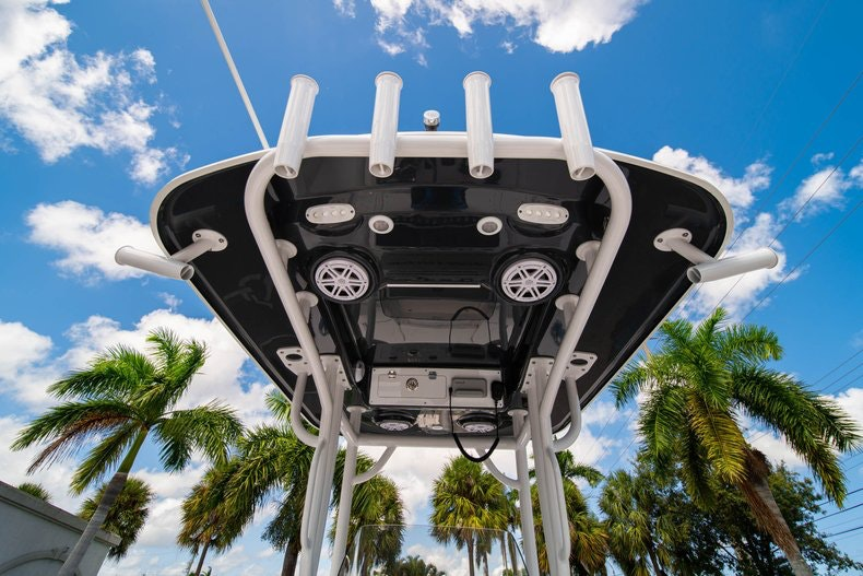 Thumbnail 19 for New 2020 Sportsman Masters 247 Bay Boat boat for sale in West Palm Beach, FL