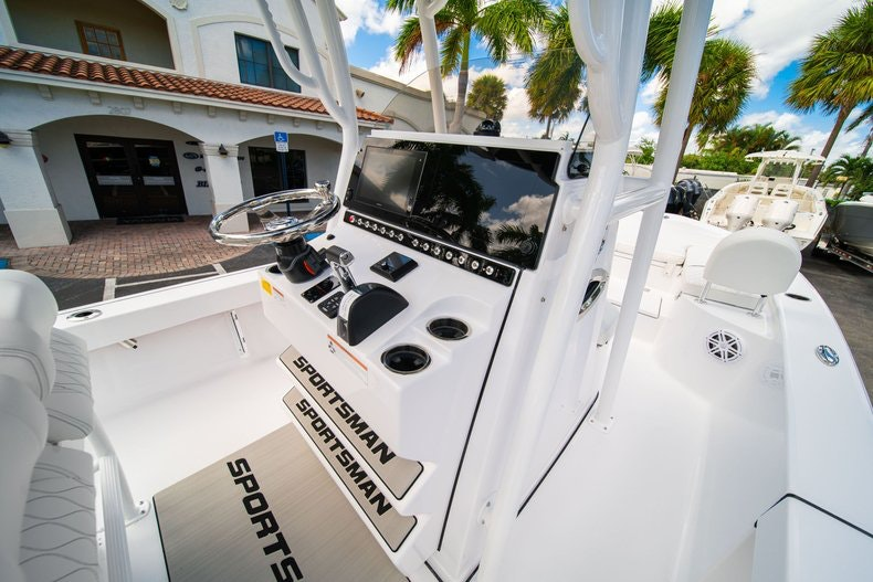Thumbnail 20 for New 2020 Sportsman Masters 247 Bay Boat boat for sale in West Palm Beach, FL