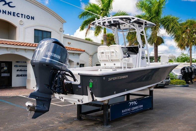 Thumbnail 7 for New 2020 Sportsman Masters 247 Bay Boat boat for sale in West Palm Beach, FL