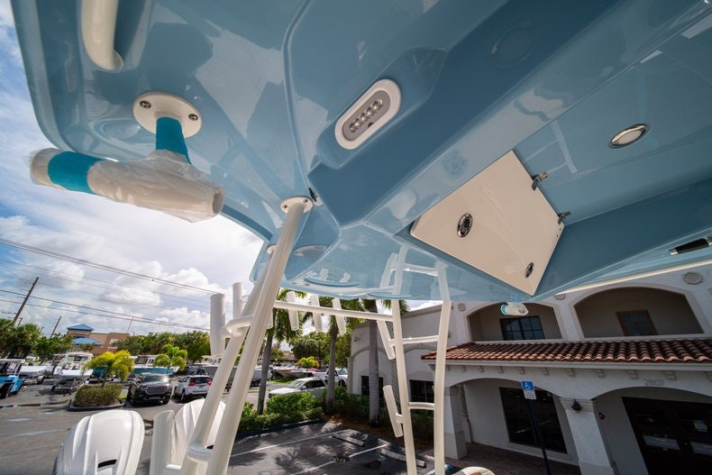 Thumbnail 19 for New 2020 Cobia 320 Center Console boat for sale in West Palm Beach, FL