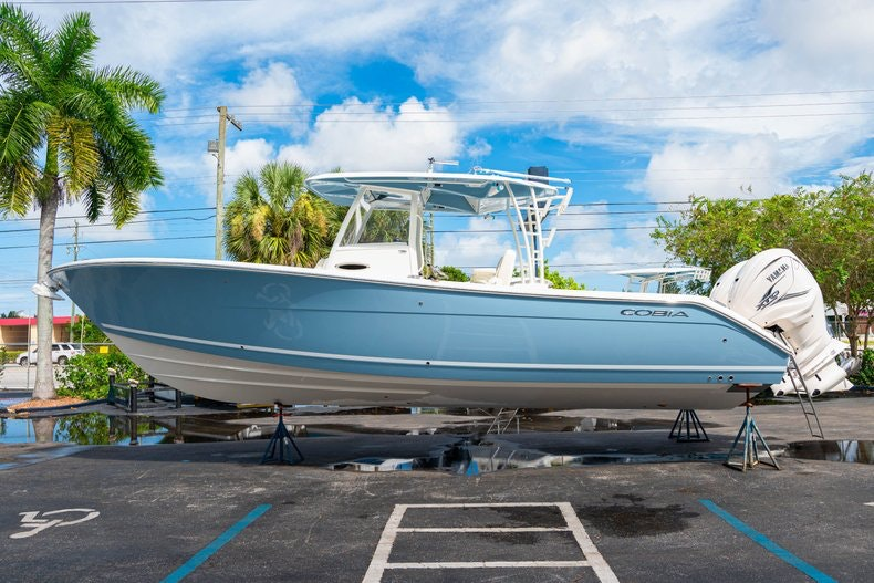 Thumbnail 4 for New 2020 Cobia 320 Center Console boat for sale in West Palm Beach, FL