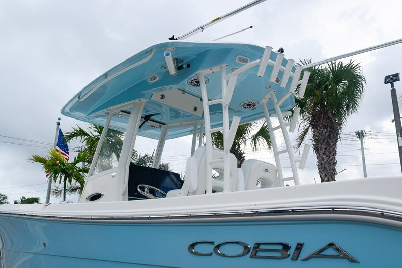 Thumbnail 6 for New 2020 Cobia 301 CC Center Console boat for sale in Fort Lauderdale, FL