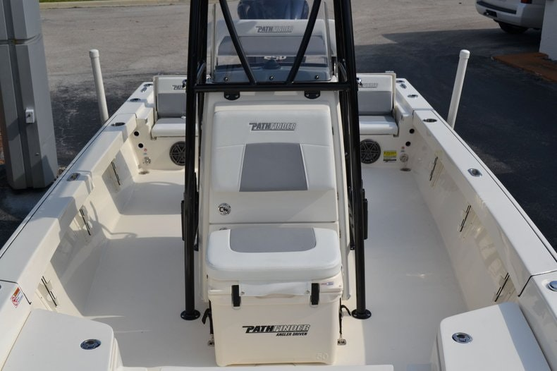 Thumbnail 16 for New 2020 Pathfinder 2400 TRS Bay Boat boat for sale in Vero Beach, FL