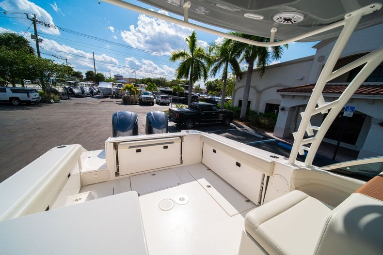 Thumbnail 11 for New 2020 Cobia 280 DC boat for sale in West Palm Beach, FL