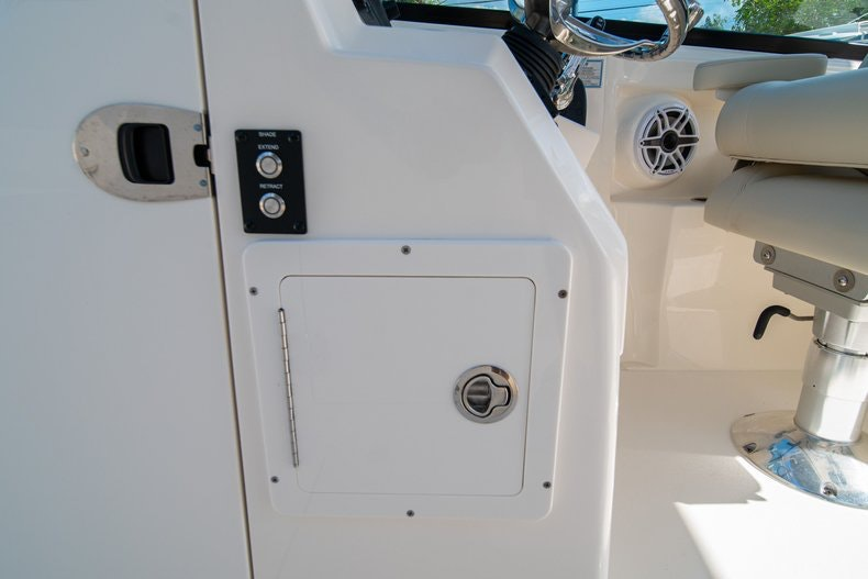Thumbnail 36 for New 2020 Cobia 280 DC boat for sale in West Palm Beach, FL