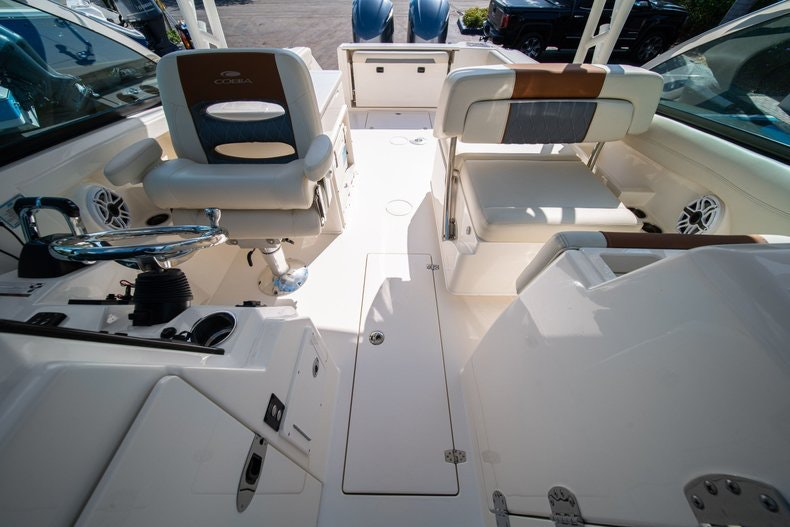 Thumbnail 34 for New 2020 Cobia 280 DC boat for sale in West Palm Beach, FL