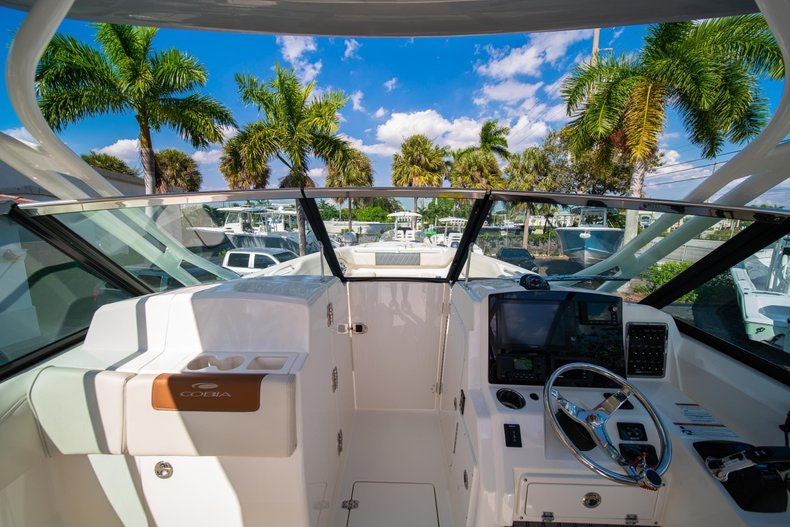 Thumbnail 39 for New 2020 Cobia 280 DC boat for sale in West Palm Beach, FL