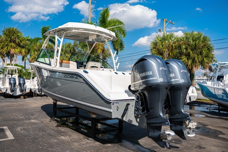 Thumbnail 5 for New 2020 Cobia 280 DC boat for sale in West Palm Beach, FL