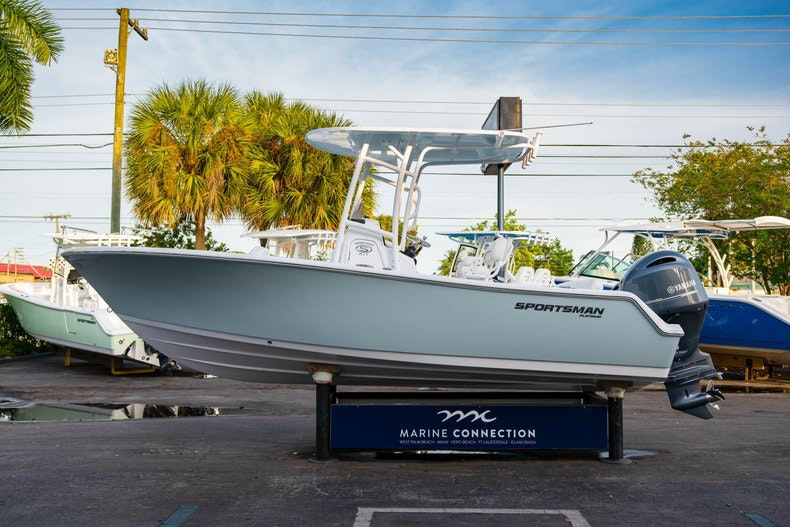Thumbnail 4 for New 2020 Sportsman Heritage 211 Center Console boat for sale in West Palm Beach, FL