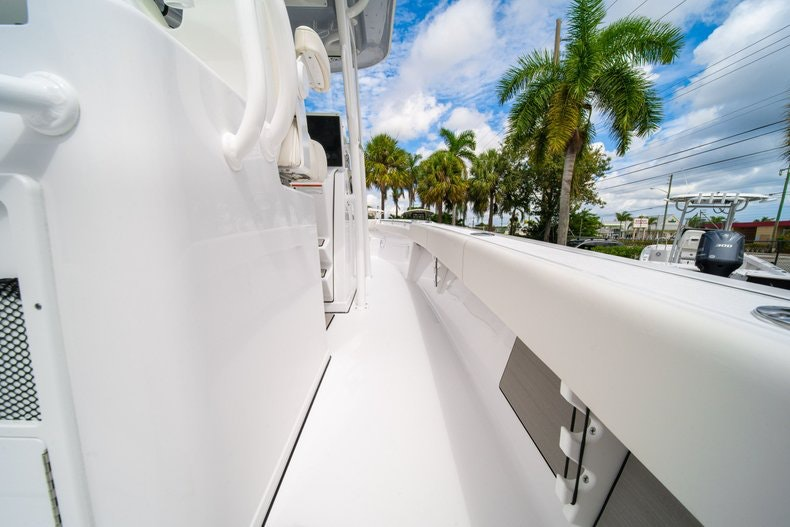 Thumbnail 20 for New 2020 Sportsman Masters 267OE Bay Boat boat for sale in West Palm Beach, FL