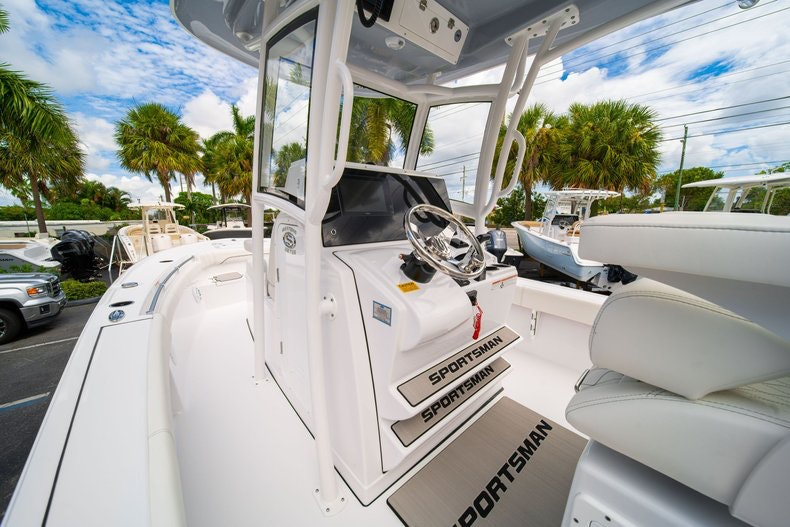 Thumbnail 28 for New 2020 Sportsman Masters 267OE Bay Boat boat for sale in West Palm Beach, FL