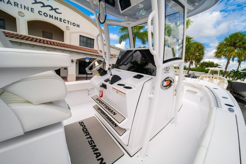 Thumbnail 24 for New 2020 Sportsman Masters 267OE Bay Boat boat for sale in West Palm Beach, FL