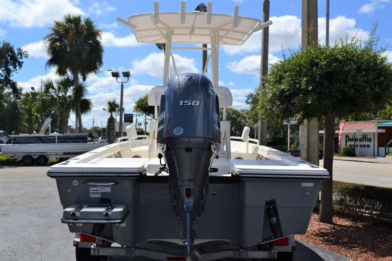 Thumbnail 4 for New 2020 Pathfinder 2200 TRS Bay Boat boat for sale in Fort Lauderdale, FL