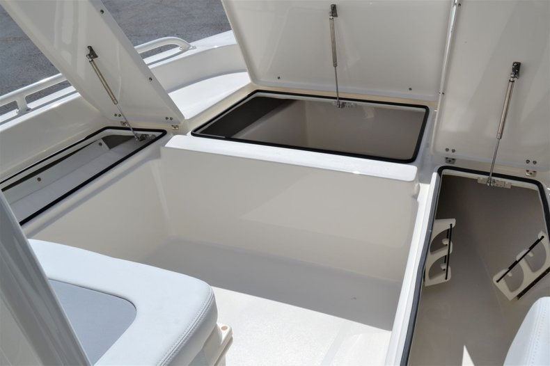 Thumbnail 17 for New 2020 Pathfinder 2200 TRS Bay Boat boat for sale in Fort Lauderdale, FL