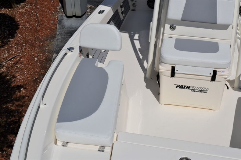 Thumbnail 19 for New 2020 Pathfinder 2200 TRS Bay Boat boat for sale in Fort Lauderdale, FL