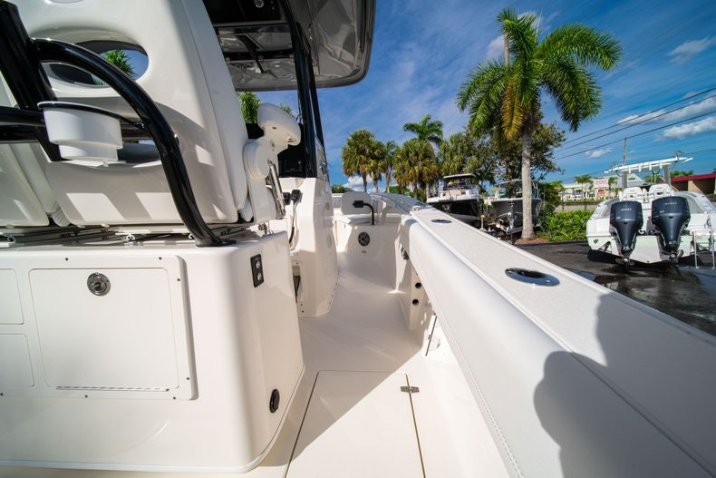 Thumbnail 15 for New 2020 Cobia 262 CC boat for sale in West Palm Beach, FL