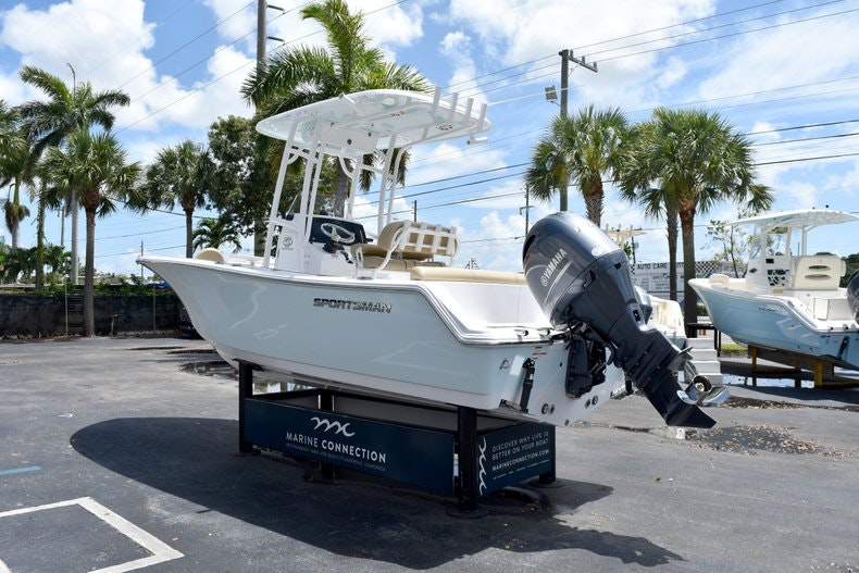 Thumbnail 5 for New 2019 Sportsman Heritage 211 Center Console boat for sale in Vero Beach, FL