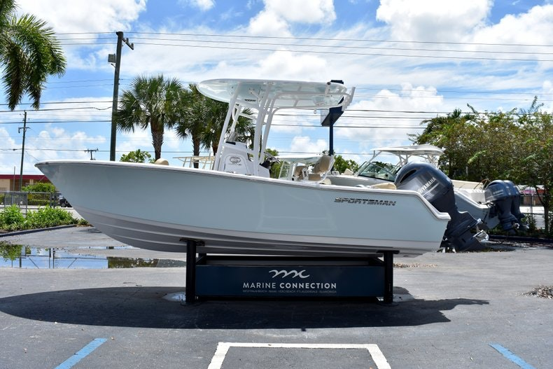 Thumbnail 4 for New 2019 Sportsman Heritage 211 Center Console boat for sale in Vero Beach, FL