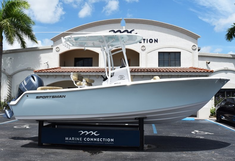Thumbnail 0 for New 2019 Sportsman Heritage 211 Center Console boat for sale in Vero Beach, FL
