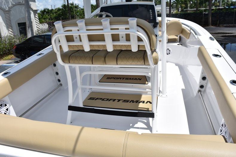 Thumbnail 12 for New 2019 Sportsman Heritage 211 Center Console boat for sale in Vero Beach, FL