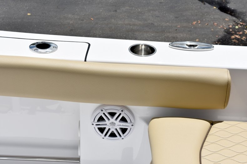 Thumbnail 18 for New 2019 Sportsman Heritage 211 Center Console boat for sale in Vero Beach, FL