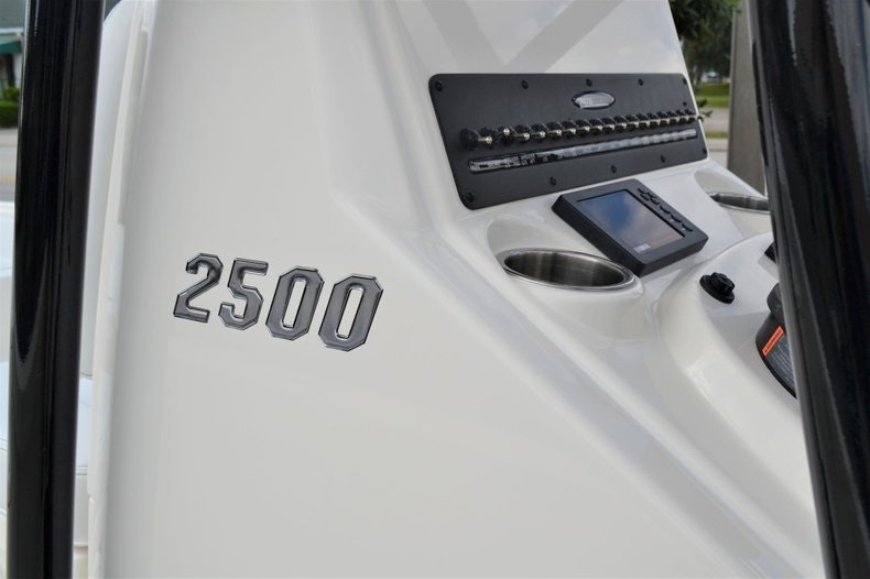 Thumbnail 13 for New 2020 Pathfinder 2500 Hybrid Bay Boat boat for sale in Fort Lauderdale, FL