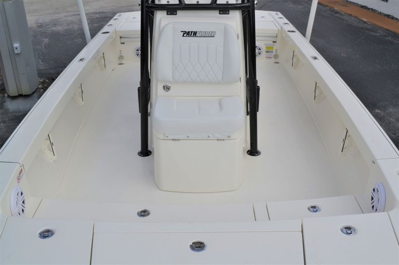 Thumbnail 18 for New 2020 Pathfinder 2500 Hybrid Bay Boat boat for sale in Fort Lauderdale, FL